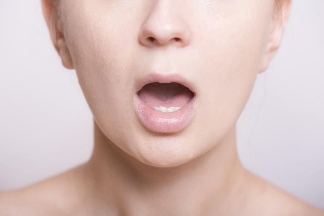 口臭の60%以上は口の奥が原因