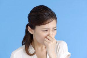 咳をしたときに、ピーナツのカケラのような粒が出ました。