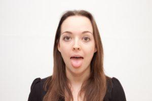 舌磨き器を喉の奥の方まで入れて、たまった痰を出すのも習慣