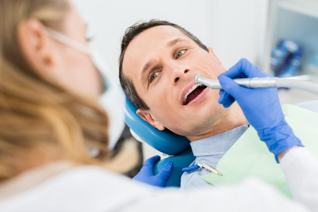 口臭を歯科医に相談できない方