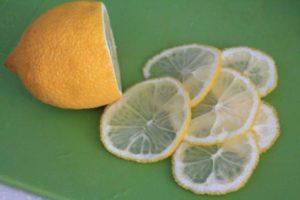 薄切りのレモン